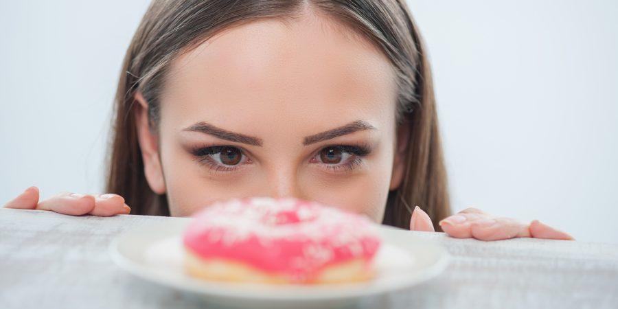 Dra. Fátima fala ao Portal Saúde Brasil sobre os cuidados com a compulsão alimentar